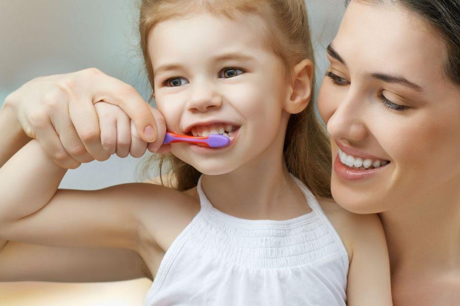 faciliter le brossage des dents enfant autiste